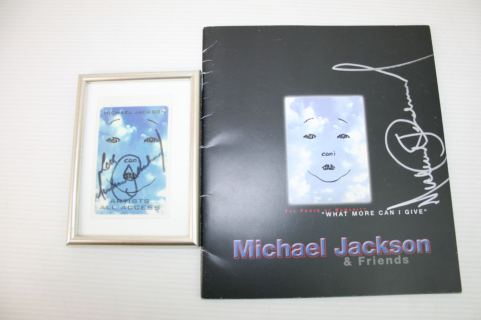 2010 Julien's AUCTION マイケル・ジャクソン What More Can I Give サイン入りパス&サイン入りプログラム